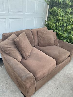 Free big comfy couch (needs cleaning) for Sale in Fresno, CA