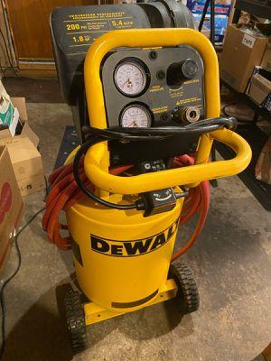 Dewalt 15 Gallon Wheeled Compressor D55168 for Sale in Eugene, OR