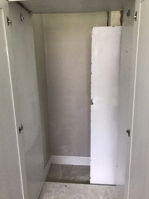 Closet wardrobe for Sale in Belleair, FL