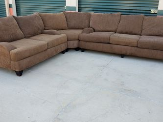 Three Piece Sectional Couch Delivery Available for Sale in Cerritos,  CA