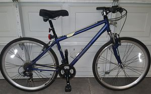 Like new men's 28in Schwinn hybrid Trailway mountain bike 21 speed for Sale in Las Vegas, NV