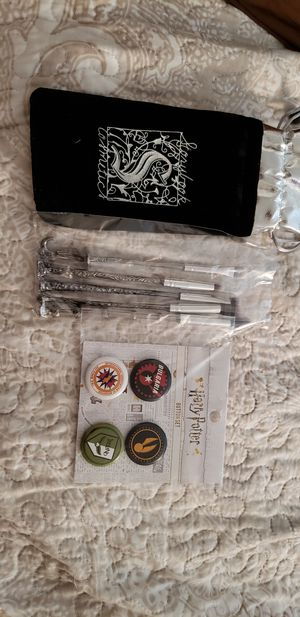 Harry Potter Makeup brushes and button set for Sale in Tampa, FL