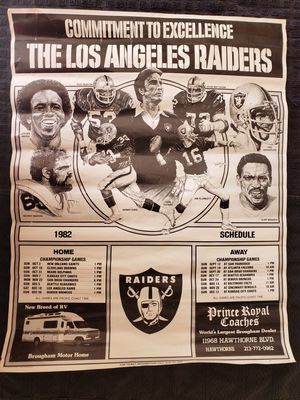 LOS ANGELES RAIDERS 1982 MANCAVE POSTER/CALENDAR for Sale in Hemet, CA