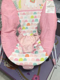 sillita de bebe muy comoda y segura con sus cinturones de seguridad for Sale in Tampa,  FL