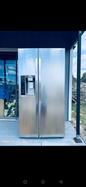 LG Side by side refrigerator and freezer for Sale in Montrose, CO