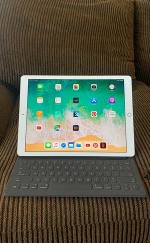 """Apple IPad Pro12.9"""" 2nd Gen 64GB Rose Gold with Keyboard for Sale in Lake Elsinore, CA"""
