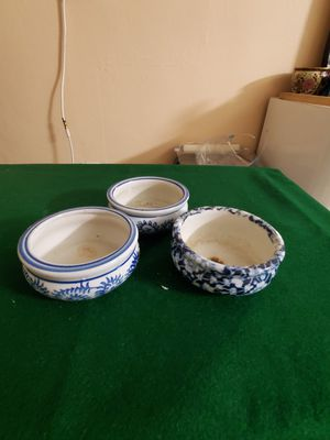 3 LITLES WHITE AND BLUE FLOWER POT. for Sale in Miami, FL