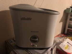 White Honeywell humidifier for Sale in Horizon City, TX