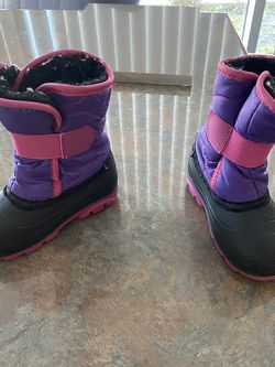 Girls Snow Boots: Toddler Size 8 for Sale in Thousand Oaks,  CA