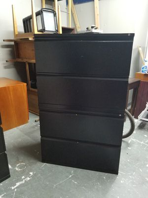 4 drawer lateral file cabinet $100 (good condition) for Sale in Houston, TX