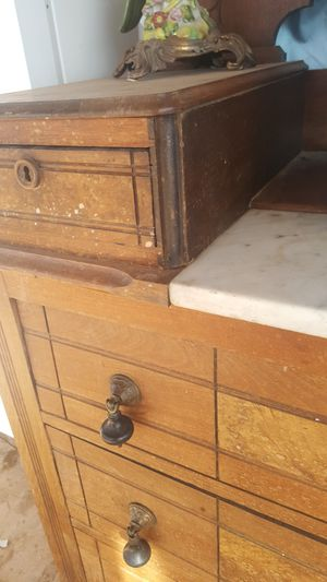 Antique dresser with mirror and marble for Sale in Cornville, AZ