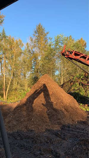 Free mulch come and get it! for Sale in Snohomish, WA