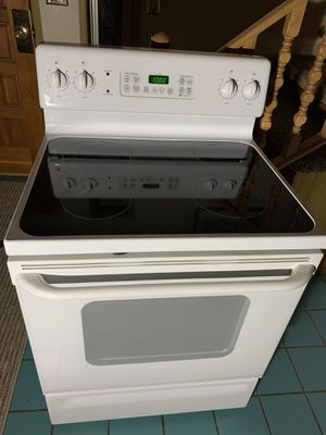 GE Smooth Top Stove/Range-3 yrs old for Sale in Auburn, WA