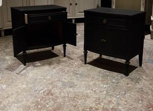 Antique 1 drawer with 2 cabinet doors for Sale in Dania Beach, FL