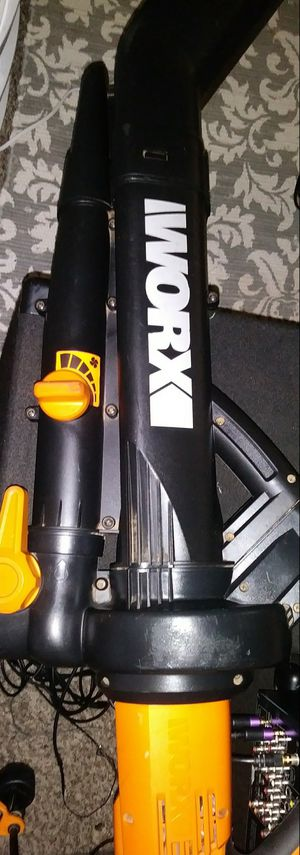 Worx electric blower/ leaf catcher comes w/ bag for Sale in Dallas, TX