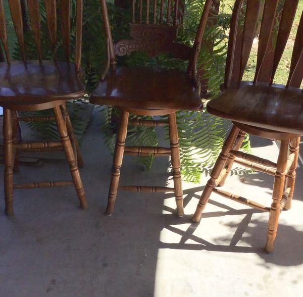 3 Bar stool chairs