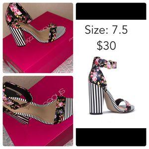 Sandals, heels!!! Beautiful! for Sale in Phoenix, AZ