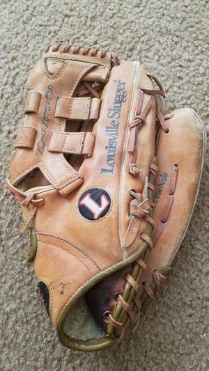 Louisville Slugger baseball glove for Sale in Detroit, MI