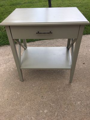 Lovely end table for Sale in Burr Ridge, IL
