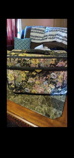 Vintage Verdi suitcase with wheels for Sale in Victorville, CA