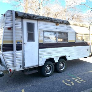 Layton 22' Camper For Parts Or Fix for Sale in Brookhaven, NY