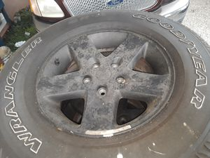 P255/75r17 rims and tires set of 4 good tread for Sale in SeaTac, WA