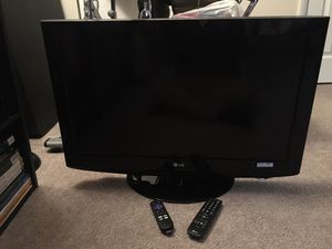 "32"" LG Flat Screen TV with Roku Streaming Stick for Sale in Chantilly, VA"