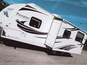 One Owner Price💲1000 Keystone Passport Ultralite Travel Trailer 2012 for Sale in Grand Rapids, MI