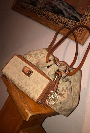 MK Michael Kors set for Sale in Phoenix, AZ