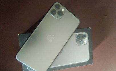 iPhone 11 pro max for Sale in Portland,  OR