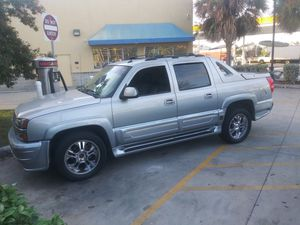 2005 Chevy Avalanche $4500 for Sale in Tampa, FL