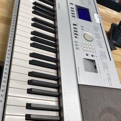 Yamaha 88 Key Electronic Keyboard for Sale in St. Cloud,  FL