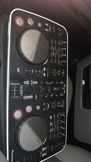 DJ mix deck it been use just to time best offer for Sale in HILLTOP MALL, CA