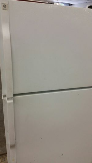 Refrigerator top freezer 2 months warranty for Sale in Lincolnia, VA