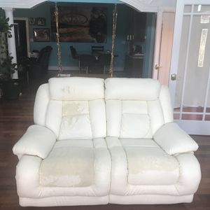 MUST GO FAST! WHITE LOVE SEAT for Sale in Monrovia, MD