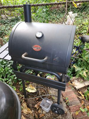 1 yr old chargriller for Sale in Philadelphia, PA