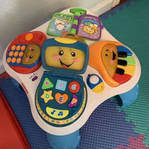 Fisher Price Laugh Learn With Friends Musical Table for Sale in Arlington, TX