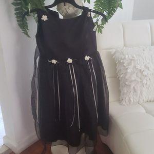 FLOWER GIRL DRESS SIZE 7/8 for Sale in Jacksonville, FL