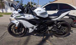 2017 Kawasaki Ninja 650 - WHITE for Sale in El Cajon, CA