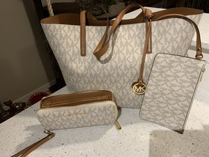Vanilla large Michael Kors bag with matching wallet for Sale in Hillsboro, OR