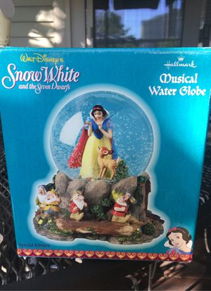 Disney Snow White and Seven Dwarfs snow globe for Sale in Dublin, OH