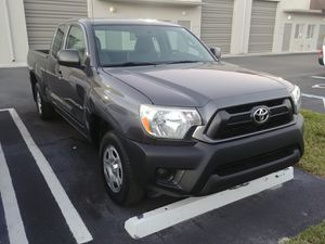 2012 toyota tacoma xtra cab 4cyl auto low miles for Sale in Miami, FL
