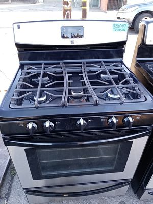 Kenmore gas stove 5 burners propane for Sale in San Leandro, CA
