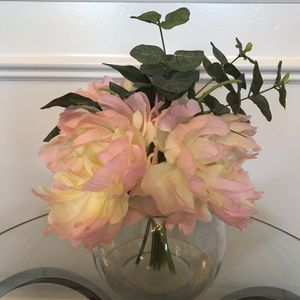 "Peonies in faux water in clear round vase 11""T for Sale in Lexington, KY"