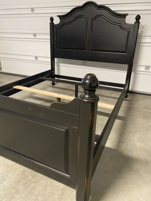 Queen Wooden Bed Frame Only. In Black In good condition *Serious Offers Only Please $165 for Sale in Bakersfield, CA