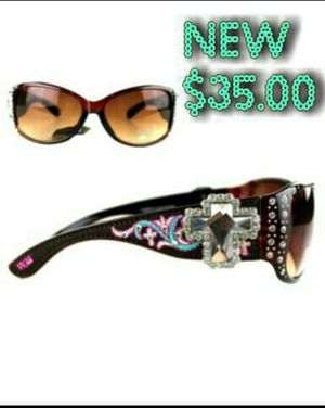 New Nuevos Montana West Cross Floral Sunglasses with case lots of Bling! for Sale in Modesto, CA