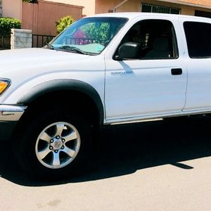 2003 Toyota Tacoma Black Friday 🎁 for Sale in Fresno, CA
