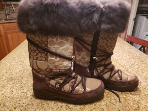 Coach womens boots size 6 for Sale in Grove City, OH
