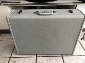 Vintage suitcase for Sale in Miami, FL