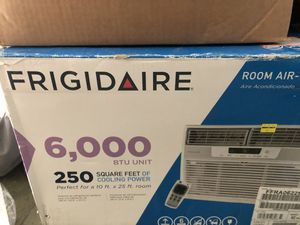 Frigidaire window mounting air conditioner 6,000 BTU for Sale in Houston, TX